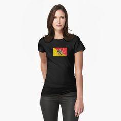 Coupe slim, mais si ce n'est pas votre style, commandez une taille au-dessus. Les couleurs unies sont 100 % coton ; les couleurs chinées sont 90 % coton et 10 % polyester. Issu du commerce éthique. Chuck Norris, Camouflage, Stolz Wie Bolle, Style Streetwear, Vintage T-shirts, Vintage Hawaii, Text Design, Word Design, Design Lab