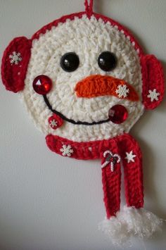 Crochet snowman , by Jerre Lollman  No diagram or pattern, but i think I can figure this out!  Cute!