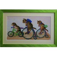 Gatos en las bicis 47,50€  Descripción: Cuadro bordado con abalorios checos Preciosa y enmarcado.  Tamaño: 28*43 cm  Técnica: Bordado parcial con el punto lineal.