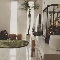 インスタグラムで人気のmaiさんはお家をピカピカにお掃除する達人!早速そんなmaiさんのお家が丸ごと綺麗になるお掃除術をチェックしてみませんか? Diy And Crafts, Arts And Crafts, Kirara, Best Interior, Clean Up, Getting Organized, Clean House, Housekeeping, Oversized Mirror