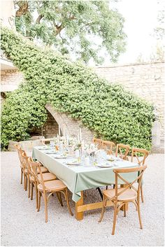 Lovers dream of a wedding at Mas des Comtes de Provence because this venue is so private and intimate. Make your dream of getting married in Provence come true and enjoy the entire experience that goes beyond the wedding itself. Wedding Reception Photography, Outdoor Wedding Reception, Tablecloth Inspiration, Green Tablecloth, Dream Of Getting Married, Provence Wedding, French Wedding Style, Garden Inspiration, Wedding Inspiration