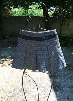 A vendre sur #vinted ! http://www.vinted.fr/femme/jupes-trapeze/3085071-mini-jupe-grise-camaieu