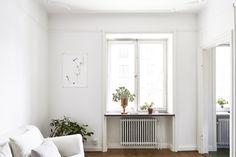Kungsholmen vardagsrum vit soffa skandinaviskt