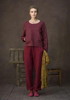 Un pantalon vraiment pratique en sergé de coton/lin. Un modèle avec jambes…