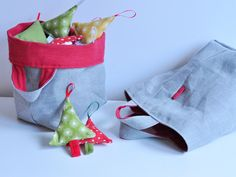 Grey linen baskets with red insides. Great trim for Christmas time or New years eve Linen Baskets, Nova, Christmas Time, Reusable Tote Bags, Quilts, Sewing, Grey, Crafts, Gray