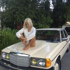 Classic Car News Pics And Videos From Around The World Pretty Cars, Cute Cars, Old Vintage Cars, Old Cars, Automobile, Oui Oui, Summer Aesthetic, Future Car, Dream Cars