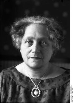 Elsa Einstein, Albert Einstein's wife.