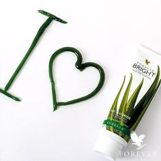 Forever Bright Toothgel is developed in collaboration with experts in the dental field. It is a fluoride-free toothpaste with Aloe Vera and bee propolis that cleans and gently polishes your teeth. A small dab is enough! Forever Aloe, Forever Living Aloe Vera, Aloe Vera Face Mask, Aloe Vera For Hair, Aloe Vera Gel, Aloe Barbadensis Miller, Forever Bright Toothgel, Sante Bio, Forever Living Business