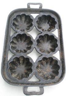 ANTIQUE CAST IRON MUFFIN BREAD PAN turks vtg cake baking cooking pot