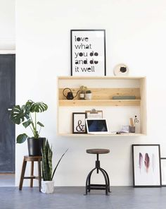 Browse pictures of home office design. Here are our favorite home office ideas that let you work from home. Table Office, Office Workspace, Desk Inspiration, Interior Inspiration, Desk Inspo, Home Office Design, House Design, Diy Casa, Wall Desk