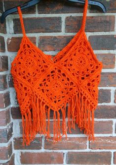 Summer Price Sale Was - Now Crochet Top, Boho Top, Retro Style, Hippie Style halter top ❤ This is a sexy and Oh-so-cute hand crochet Granny Square Top or Halter Top with fringe in the beautiful color of Papaya. Its made from Cotton yarn. This post was d T-shirt Au Crochet, Point Granny Au Crochet, Crochet Fringe, Crochet Shirt, Hand Crochet, Crochet Stitches, Crochet Baby, Crochet Patterns, Crochet Owls