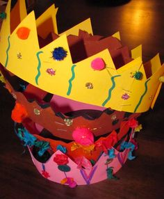 "Make mom ""Queen for the Day' with this fun crown - - Mothers Day crafts for kids Visit us for more ideas! www.HowToHomeschoolMyChild.com"