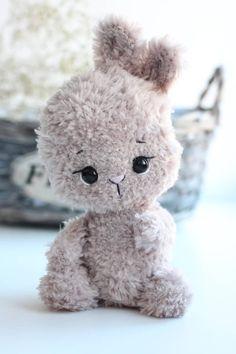 Бесплатное описание вязания пушистого зайчика крючком #схемыамигуруми #амигуруми #вязанаяигрушка #игрушкикрючком #вязаныйзаяц #amigurumipattern #crochetpattern #amigurumibunny #crochetbunny Crochet Animal Amigurumi, Crochet Amigurumi Free Patterns, Crochet Animal Patterns, Crochet Doll Pattern, Crochet Bunny, Stuffed Animal Patterns, Cute Crochet, Amigurumi Doll, Crochet Case