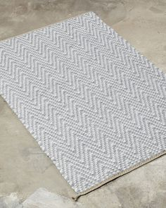 This classic herringbone design can be coloured to suit many different styles and interiors. Harmonious colours create a feeling of serenity and peace, contrasting colours change the mood to a powerful and graphic one. Handmade Rugs, Different Styles, Color Change, Weaving, Colours, Herringbone, Serenity, Suit, Peace