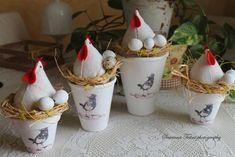 Répertoire des sites Shabby rencontrés autour de mes ballades sur le net, photos, adresses..... Chicken Crafts, Chicken Art, Spring Projects, Spring Crafts, Farm Crafts, Easter Crafts, Easter Bunny Decorations, Christmas Decorations, Shabby