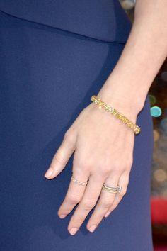 #oscar2014 - Amy Adams   Detalle del brazalete con diamantes de talla cuadrada y color amarillo.