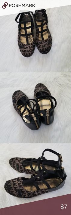 08b2421f67628 Micheal Kors Girl s Shoes Size 4 Please see all pics of wear Michael Kors  Shoes Girls