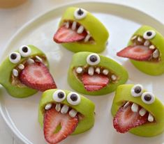 Wondering and craving for the creepy Halloween food ideas? Embrace some of the amusing and eerie Halloween food ideas and tips that are given below. Halloween Desserts, Plat Halloween, Halloween Appetizers For Adults, Cocktails Halloween, Comida De Halloween Ideas, Recetas Halloween, Halloween Snacks For Kids, Healthy Halloween Treats, Appetizers For Kids
