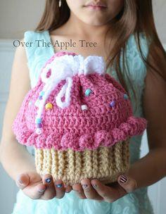 Cupcake Purse Girl's Purse Crochet Bag by OverTheAppleTree on Etsy Crochet Girls, Free Crochet, Knit Crochet, Crochet Hats, Cupcake Crochet, Mochila Crochet, Kids Purse, Girls Bags, Crochet Projects