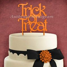 aMonogramArtUnlimited Trick and Treat Wooden Cake Topper Color: Treefrog Green