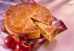 Apfeltorte, gedeckt                              -                                  Ein gedeckter Obstkuchen mit Äpfeln und Rosinen