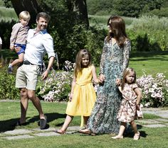 Danish Royal Family Photo Session, Gråsten Slot, Denmark, July Prince Frederik with Prince Vincent, Crown Princess Mary with Princess Isabella and Princess Josephine Princess Josephine Of Denmark, Princess Estelle, Princess Beatrice, Royal Princess, Crown Princess Mary, Maria Feodorovna, Denmark Royal Family, Danish Royal Family, Princesa Mary