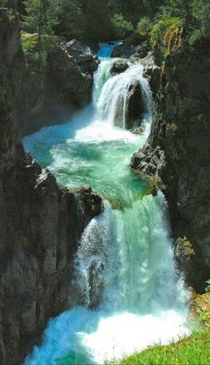 Absolutely beautiful...#Englishman River Falls located in the City of #Parksville on Vancouver Island visit us @ http://travel-buff.com/