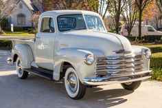 Chevy trucks aficionados are not just after the newer trucks built by Chevrolet. They are also into oldies but goodies trucks that have been magnificently preserved for long years. Pickup Trucks For Sale, Vintage Pickup Trucks, Classic Pickup Trucks, Antique Trucks, Gm Trucks, Cool Trucks, Vintage Cars, Lifted Trucks, Lifted Chevy