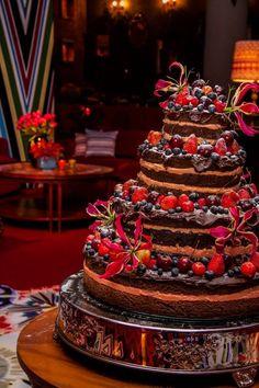 A inspiração de hoje é a Páscoa! Então não poderia faltar ele: o chocolate! Para o nosso domingo ficar ainda mais delicioso, separei algumas inspirações de bolo de chocolate. Isso mesmo!! Es...