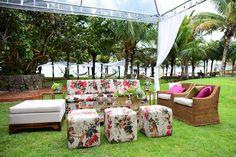 Lounge para casamento ao ar livre no jardim externo