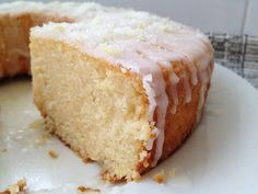 Post: Lemon bundt cake --> bizcocho buttermilk, bizcocho limón, decoración tarta bizcocho, lemon bundt cake, postres bonitos, postres limón, postres recetas delikatissen, recetas fáciles postres, recetas rápidas postres