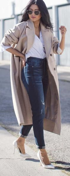#spring #outfits woman with white shirt, beige coat, blue denim jeans and white almond-toe heels outfit. Pic by @walkinwonderland