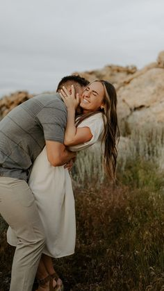 Cute Couple Poses, Photo Poses For Couples, Couple Picture Poses, Couple Photoshoot Poses, Engagement Photo Outfits, Couple Photography Poses, Engagement Photo Inspiration, Engagement Photography, Portrait Photography