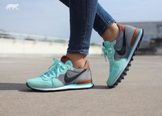 45 Ideas sneakers femme nike internationalist running shoes for 2019 Nike Internationalist, Zapatillas Nike Cortez, Zapatillas Casual, Fashion Boots, Sneakers Fashion, Sneakers Nike, Ladies Sneakers, White Sneakers, Air Max Sneakers