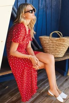 Pretty spots are a never-failing beach style! Make a fashion statement with our beautiful dress and a basket tote for an impeccable holiday look.