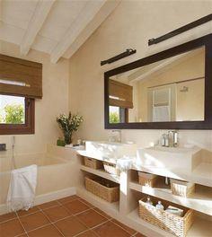 Bañera y ducha, en ángulo, ¡y aprovecha el espacio!