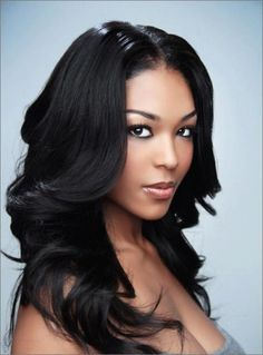 Long beautiful natural hairstyle for African American women