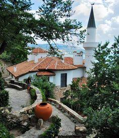 Castelul Regal din Balcic Royal Residence, European Countries, Mosque, Bulgaria, Botanical Gardens, Romania, Places To Visit, Patio, Country