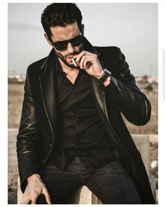 Men's Leather Jackets: How To Choose The One For You. A leather coat is a must for each guy's closet and is likewise an excellent method to express his individual design. Leather jackets never head out of styl Mens Leather Coats, Men's Leather Jacket, Men's Jacket, Hot Guys Smoking, Man Smoking, Cigarette Men, Men Smoking Cigarettes, Mr Men, Hommes Sexy