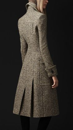 Grey Wool Silk Tweed Coat by Burberry 2012 Burberry Coat, Burberry Shop, Burberry Women, Coat Dress, Dress Up, Robes Glamour, Tweed Coat, Fashion Clothes, Feminine Fashion