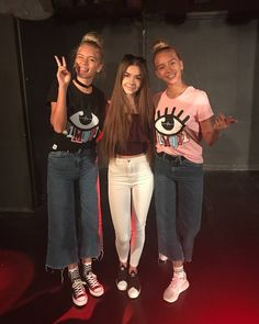 Lisa and Lena with a fan at a meet&greet in Warsaw Lisa Or Lena, Future Clothes, Warsaw, Tik Tok, Famous People, Mom Jeans, Twins, Gay, Women's Fashion