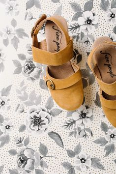 Free People: Park Circle Clog in Taupe – Piper & Scoot