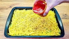 Výborné zapekané zemiaky s cuketou podľa tohto receptu z youtube sa stanú vašou obľúbenou večerou.Nastrúhané zemiaky navrstvite s ostatnými surovinami, zalejte paradajkovou omáčkou, zasypte syrom, zapečte a chutné jedlo je na svete!Potrebujeme:1 cibuľurastlinný olej2 cukety1 … Fried Rice, Zucchini, Fries, Ethnic Recipes, Food, Cooking, Healthy Recipes, Food Dinners, Chef Recipes