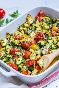 Garlicky Parmesan Zucchini Bake is Perfect for Clean Eating Style Brunch! - Clean Food Crush Garlicky Parmesan Zucchini Bake is Perfect for Clean Eating Style Brunch! Clean Recipes, Healthy Recipes, Clean Foods, Brunch, Clean Baking Pans, Food Crush, Le Chef, Healthy Eating, Clean Eating Vegetarian