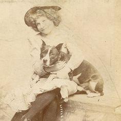 1880s LITTLE IRENE MYERS & PITBULL DOG CABINET CARD PHOTO USA ANTIQUE AMERICANA