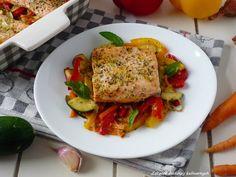 Pstrąg łososiowy pieczony z warzywami.
