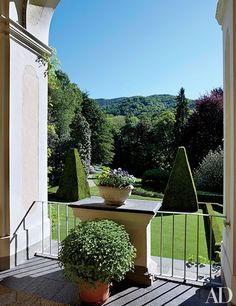 Marella Agnelli's Enchanting Estate in Northern Italy | Architectural Digest Indoor Outdoor, Outdoor Living, Outdoor Decor, Porches, British Garden, Turin Italy, Italian Villa, Northern Italy, Architectural Digest