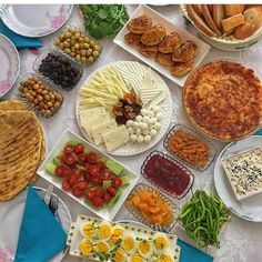 Bagel Bar, Turkish Breakfast, Good Presentation, Antipasto, Family Meals, Food And Drink, Lunch, Healthy Recipes, Snacks