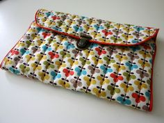 Tutorial sewing kit (in French) http://p3.storage.canalblog.com/36/69/689668/74402729.pdf