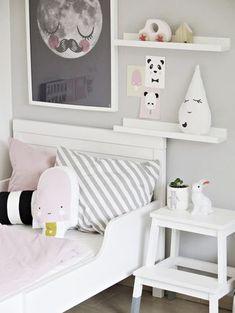 Une adorable #chambre pour #enfant au #style #scandinave. #déco #décoration #blanc #gris #rose http://www.m-habitat.fr/par-pieces/chambre/amenager-une-chambre-pour-enfant-2624_A